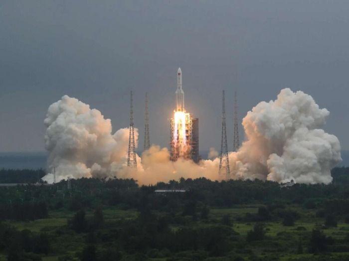 Teile der chinesischen Rakete stürzen unkontrollierbar Richtung Köln.