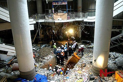 BOMB EXPLODES IN MARINA MALL
