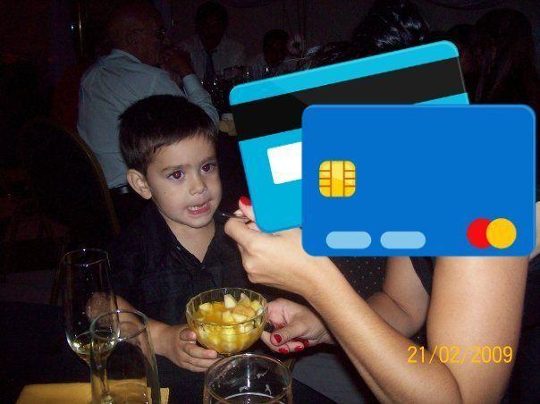 Familia se salva de endeudarse por compras en internet debido a su hijo.